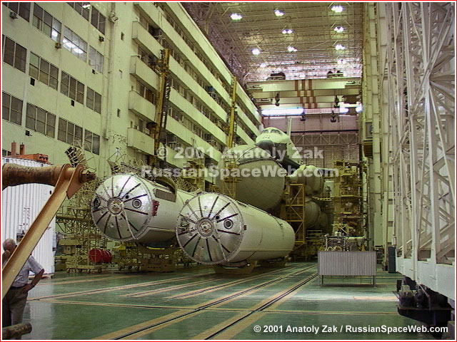 http://www.russianspaceweb.com/images/rockets/energia/energia_buran_st1_1.jpg