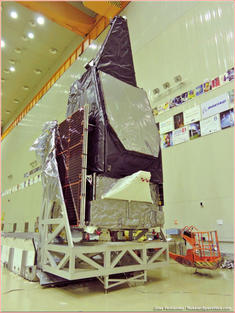 http://www.russianspaceweb.com/images/spacecraft/application/communications/mexsat1/assembly_B_1.jpg